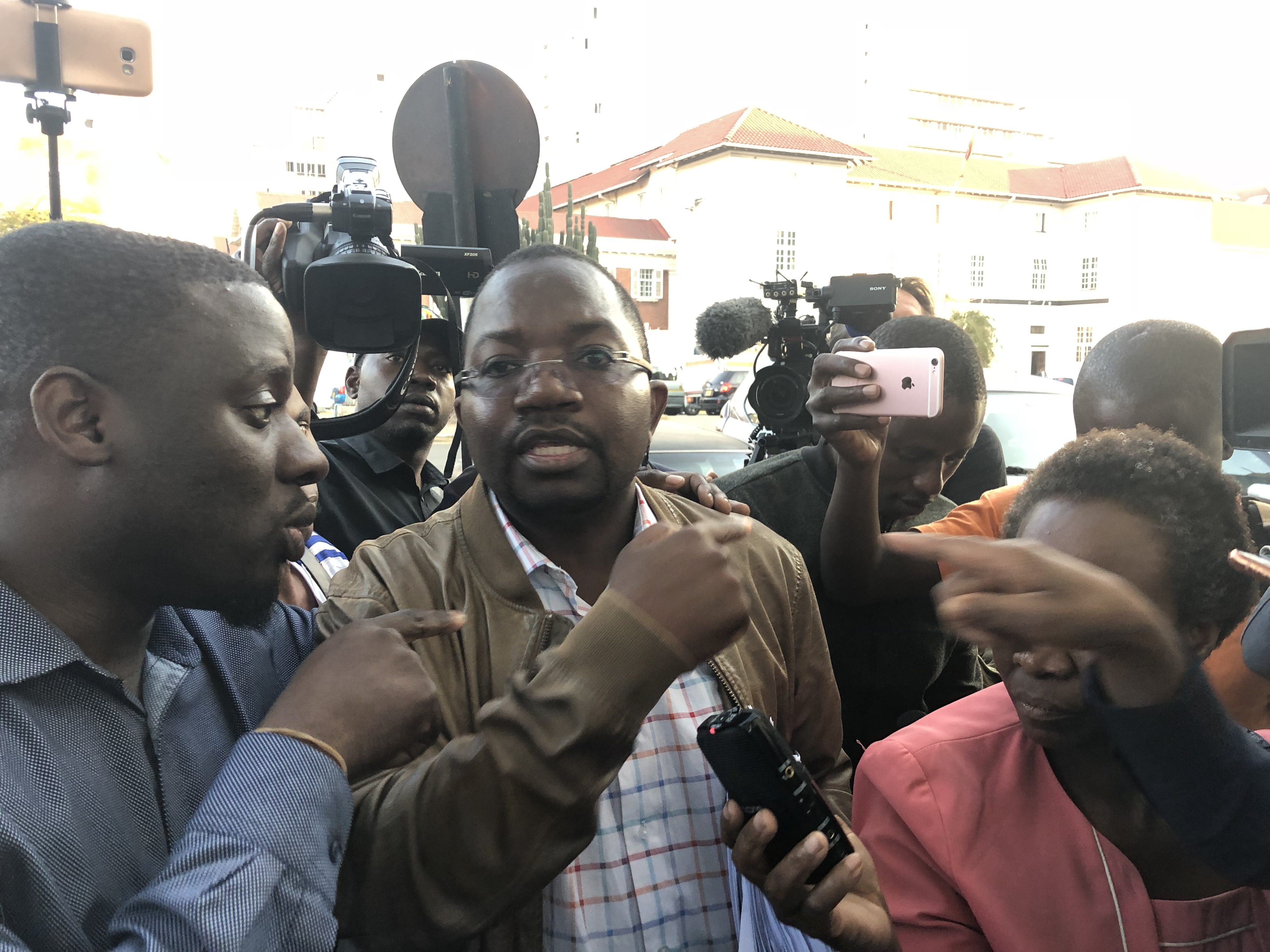 Lawyer Thabani Mpofu speaks to reporters at the Constitutional Court in Harare, Aug. 10, 2018. He is confident of having election results declared invalid, and of Movement for Democratic Change Alliance opposition candidate Nelson Chamisa being decla...