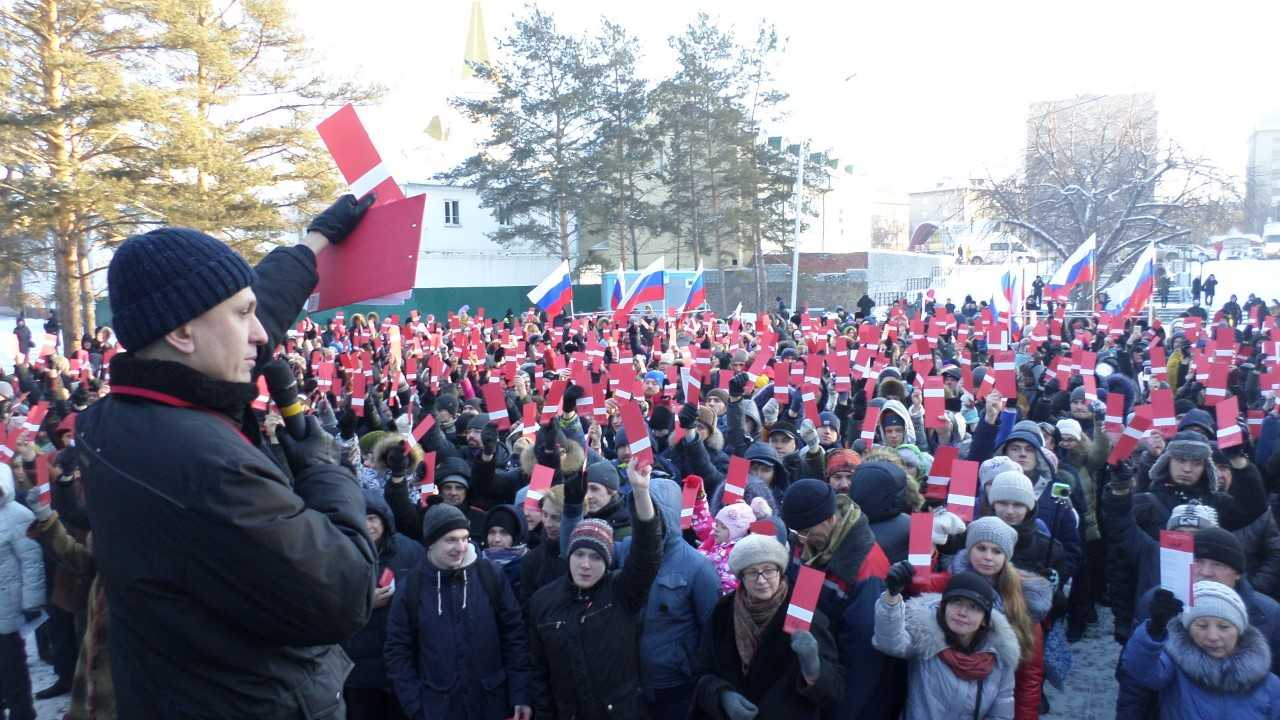 More than 700 Navalny supporters cast their ballots in Novosibirsk on December 24 to nominate the anticorruption crusader to run in the March 2018 presidential election.