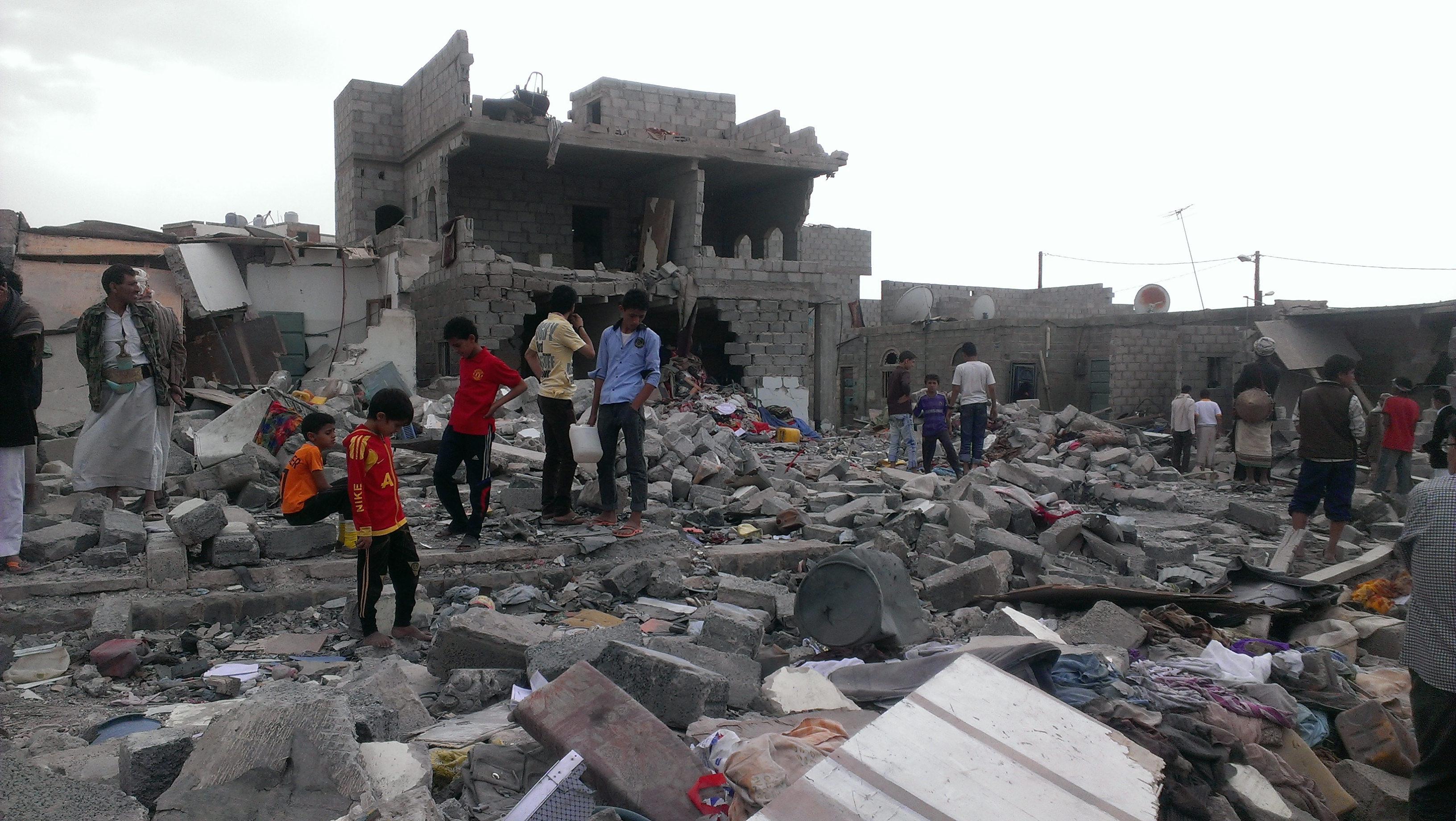 This neighborhood, where more than 100 buildings have been destroyed, has brought attention to the plight of Yemeni blacks, with neighboring communities coming to witness the damage, in Sana'a, Yemen, Oct. 9, 2015. (VOA/A. Mojalli)