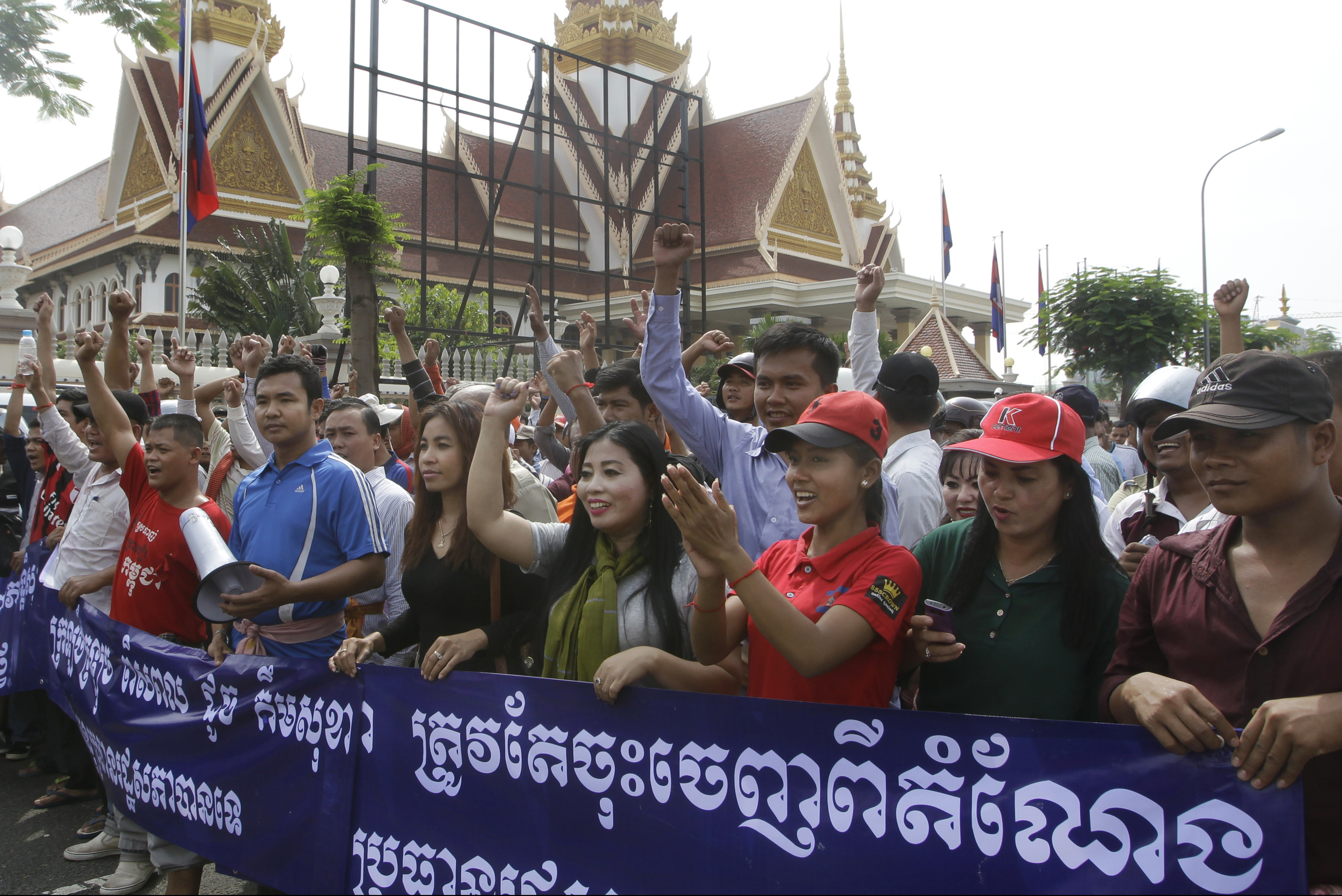Pro-ruling party demonstrators stage a protest rally in front of National Assembly in Phnom Penh, Cambodia, Oct. 26, 2015, the same day two members of Cambodia's opposition party were beaten in front of the building with police looking on.