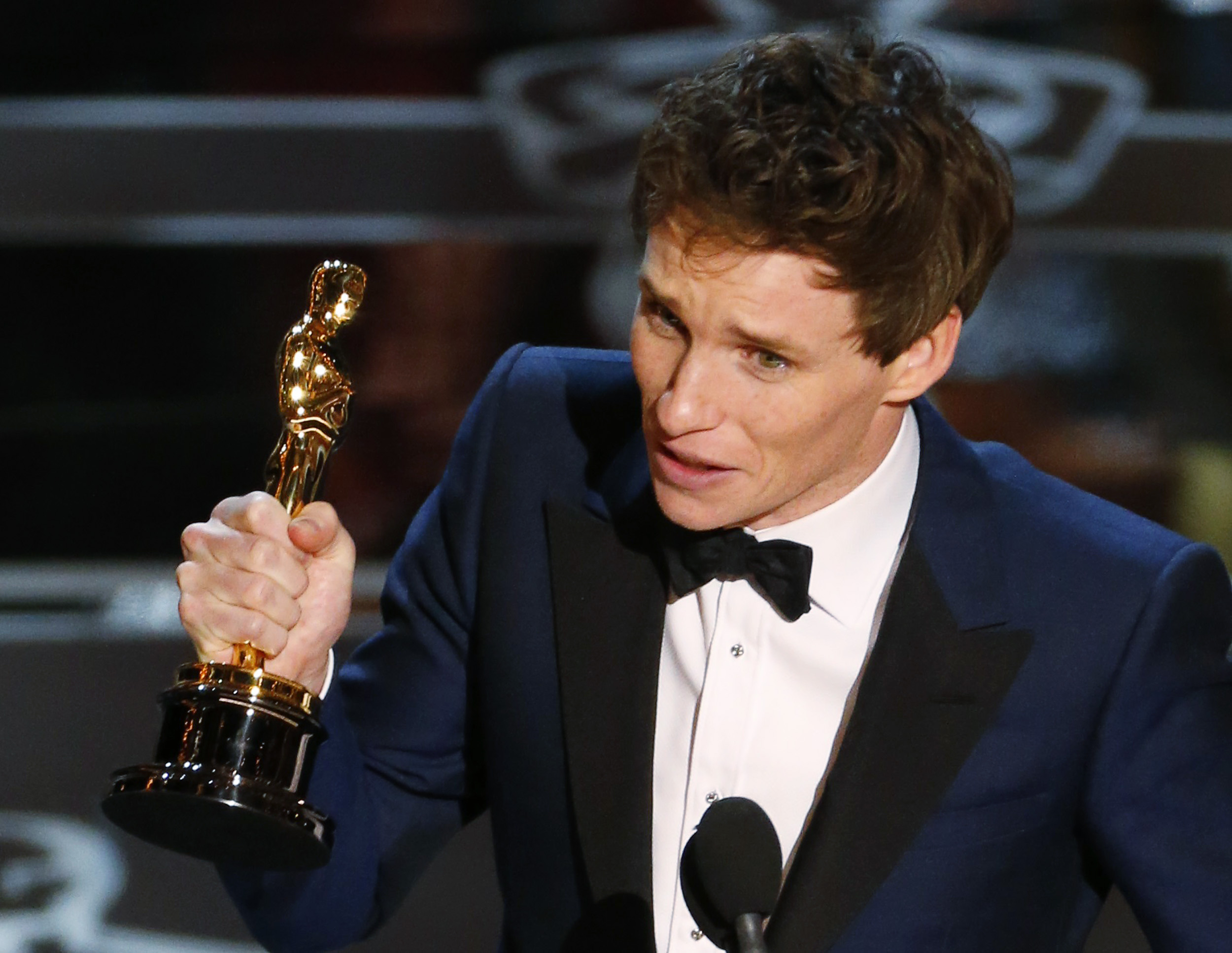 """Actor Eddie Redmayne accepts the Oscar for best actor for his role in """"The Theory of Everything"""" during the 87th Academy Awards in Hollywood, California, Feb. 22, 2015."""