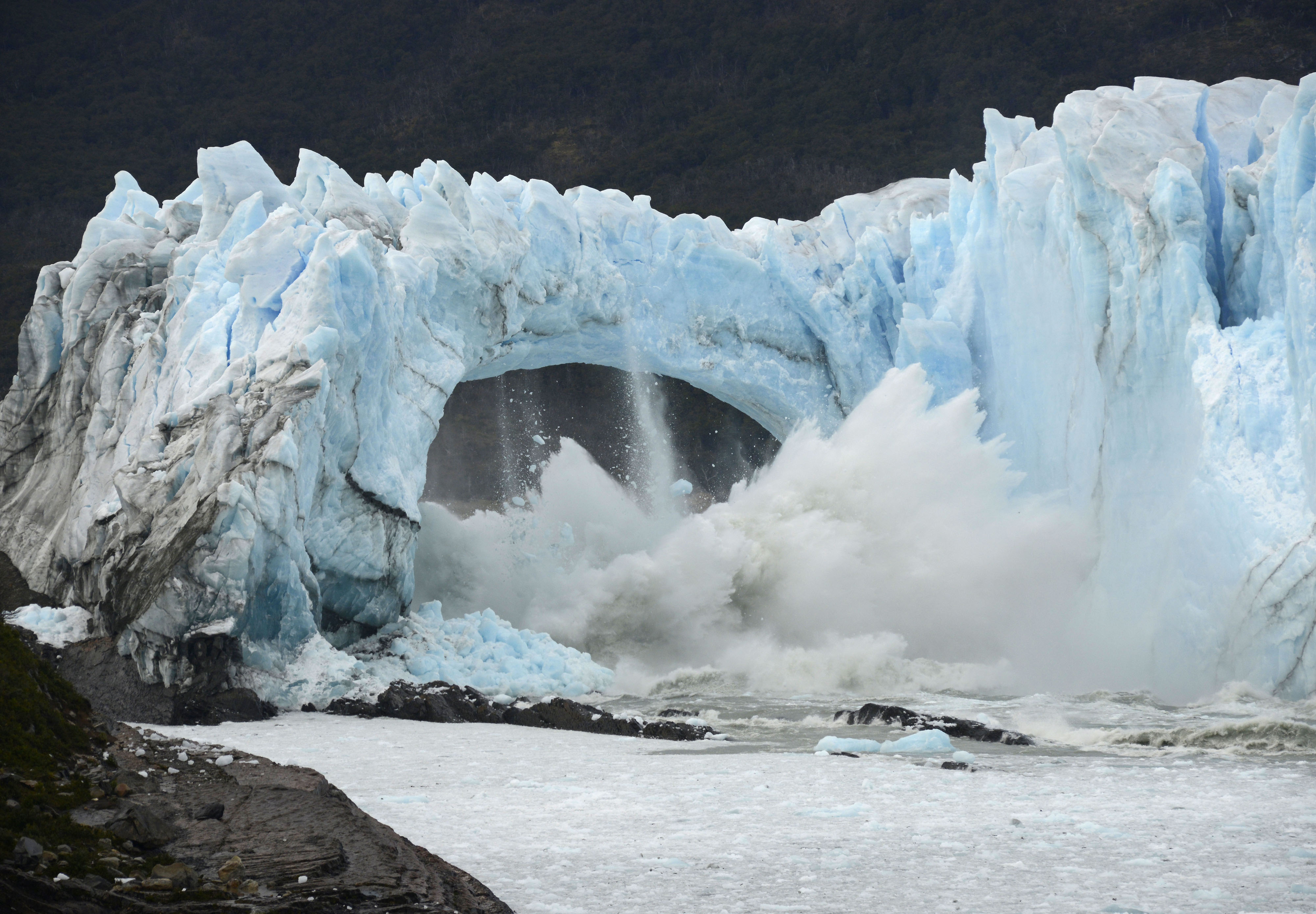 Scientists: Chile's Southern Patagonia Ice Field Ruptured
