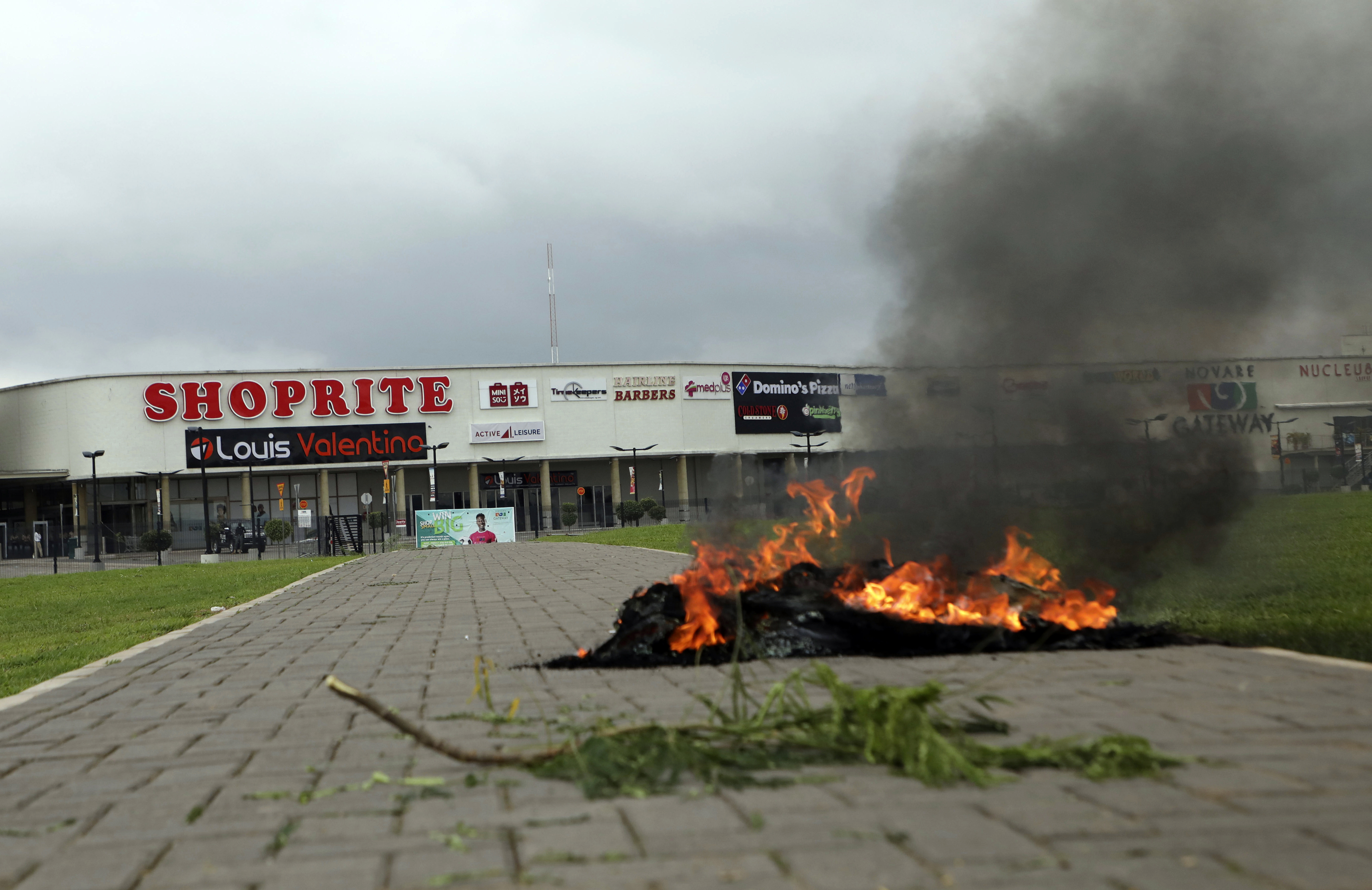 Nigerians Attack South African Businesses in Retaliation - VOA News