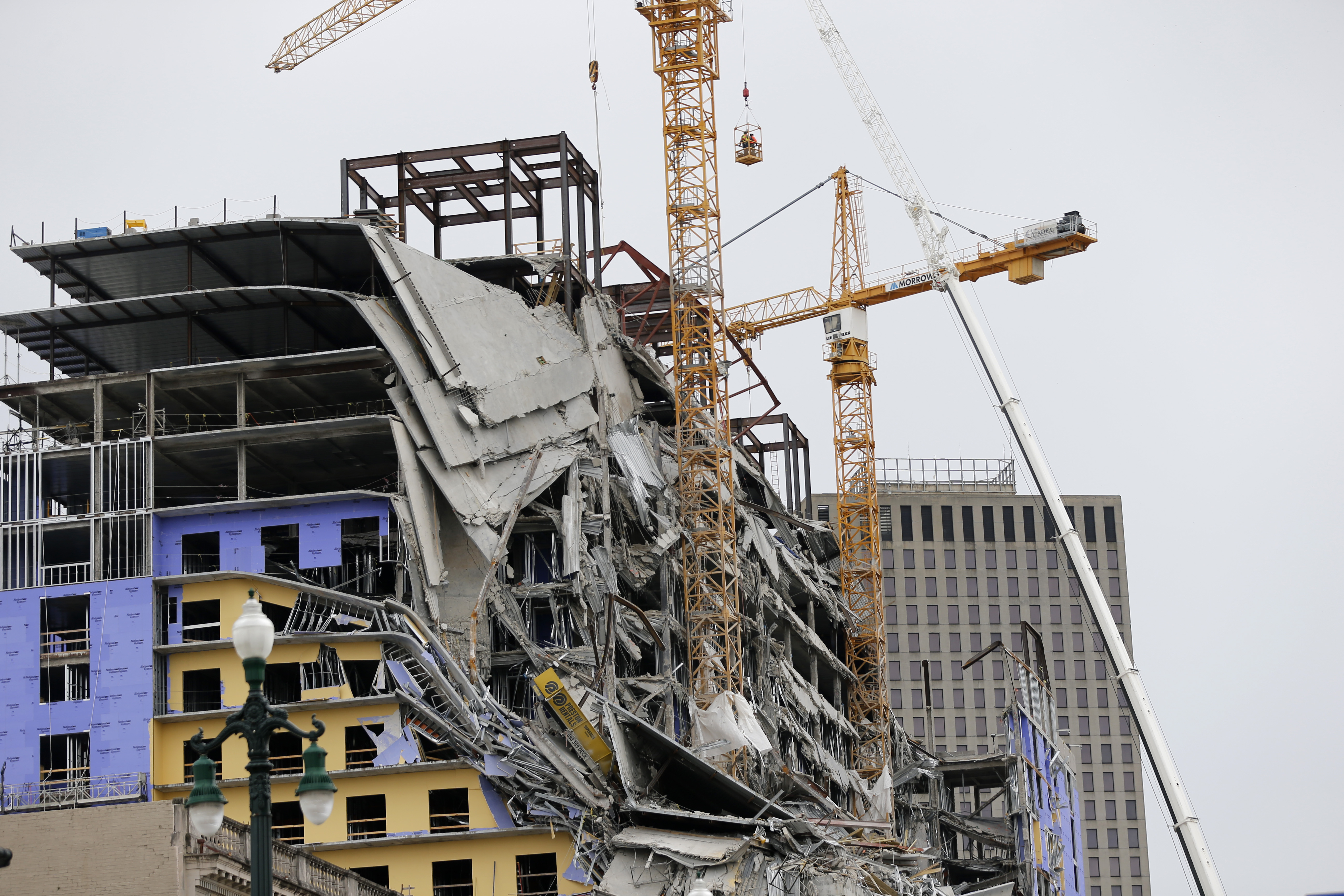 New Orleans Delays Demolition of Cranes in Hotel Collapse