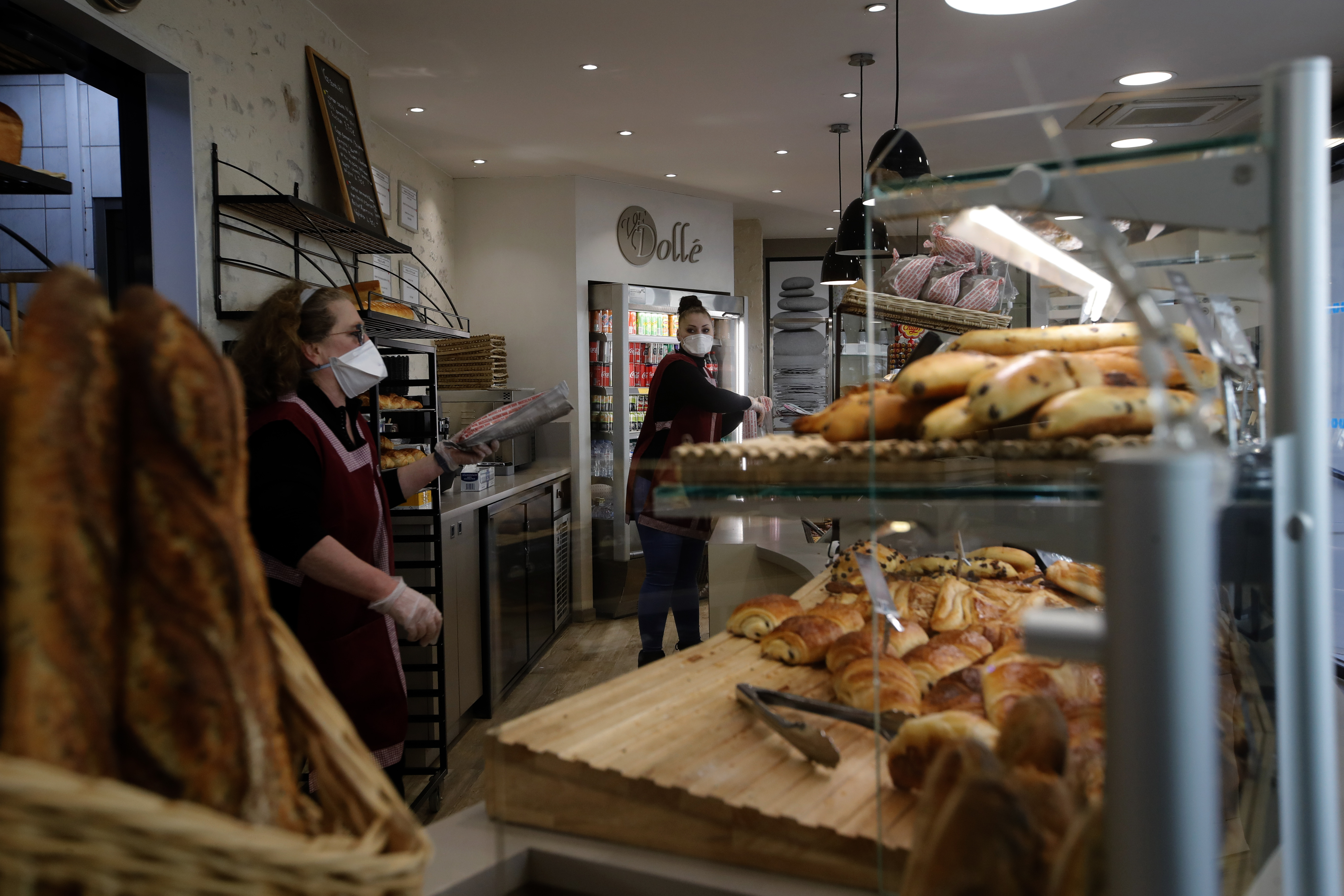 Daily Bread In France Fighting Virus 1 Baguette At A Time