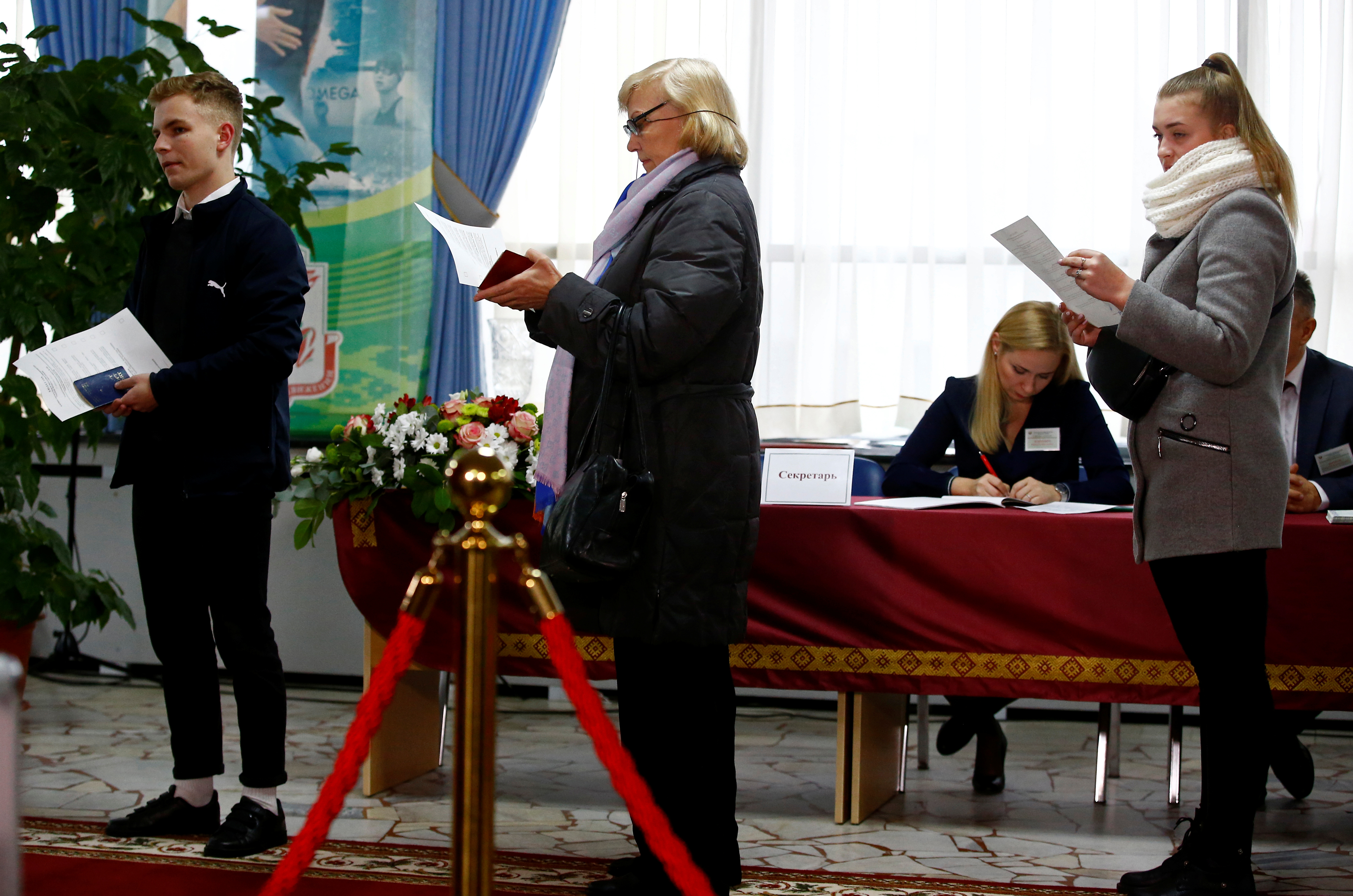 Belarussians Vote Amid Apathy, Growing Pressure From Russia