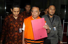 The governor of Indonesia's Aceh province Irwandi Yusuf, is seen following his arrest by the country's  anti-corruption agency at Corruption Eradication Commission (KPK) building in Jakarta, Indonesia, June 5, 2018,