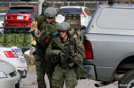 Armed RCMP officers approach Parliament Hilll following a shooting incident in Ottawa, Oct. 22, 2014.