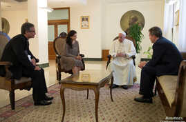 FILE - Vatican spokesman Greg Burke (R) and his deputy, Paloma Garcia Ovejero, talk with Pope Francis during a meeting at the Vatican July 11, 2016. (Osservatore Romano/Handout via Reuters)