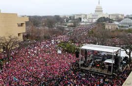 View of the Women's March on Washington from the roof of the Voice of America building in Washington, D.C. January 21, 2017 (B. Allen / VOA)