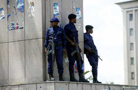 Congolese policemen take positions near Congo's Independent National Electoral Commission (CENI) headquarters in Kinshasa, Democratic Republic of Congo, Jan. 9, 2019.
