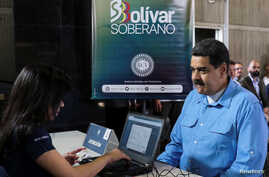 Venezuela's President Nicolas Maduro participates in the process of buying a savings certificate in gold at Venezuela's Central Bank in Caracas, Sept. 3, 2018.