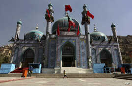Afghanistan Ashoura: In this Sunday, Oct. 9, 2016. photo, an Afghan Shiite girl runs in front of the Karti Sakhi shrine during a commemoration of Ashoura in Kabul, Afghanistan, Afghanistan's Shiite population is preparing to mark the martyrdom of the