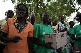 Teresa Aduong dances with other board members of the wooden box bank, Rumbek, Lakes State, South Sudan, Jan. 30, 2013. (H. McNeish/VOA)