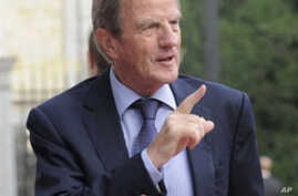 French Foreign Minister Bernard Kouchner (file photo)