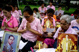 Well-wishers pray for Thailand's King Bhumibol Adulyadej at the Siriraj hospital in Bangkok, where he is hospitalized, Oct. 12, 2016.