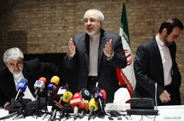 Iranian Foreign Minister Mohammad Javad Zarif (C) and diplomats leave a news conference in Vienna, July 15, 2014.