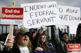 Union members and Internal Revenue Service workers rally outside an IRS Service Center to call for an end to the partial government shutdown, Jan. 10, 2019, in Covington, Ky.