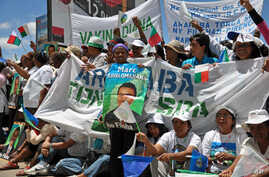 A crowd of supporters of Madagascar's ousted president, Marc Ravalomanana, wave banners and wear T-shirts with his name, at the airport in Antananarivo, February 21, 2011