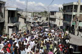 Protesters called up to demonstrate by opposition groups march in Port-au-Prince, Haiti, Feb. 12, 2016.