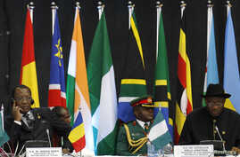 Chad's President Idriss Deby, left, and his Nigerian counterpart Goodluck Jonathan at the Africa Union Peace and Security Council Summit on Terrorism, Kenyatta International Convention Centre, Nairobi, Sept. 2, 2014.