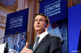 French Prime Minister Manuel Valls speaks at a news conference following a government meeting on radicalisation and fight against terrorism at the Hotel Matignon in Paris, May 9, 2016.