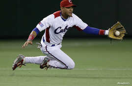 Cuba's third baseman Yulieski Gurriel catches the ball in the first inning at the World Baseball Classic (WBC) second round game in Tokyo, March 9, 2013.