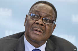 FILE - Malawi's President Peter Mutharika meets with reporters at the conclusion of the US-Africa Summit at the Institute of Peace in Washington.