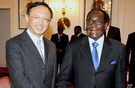 Zimbabwean President Robert Mugabe, right, welcomes the Chinese foreign affairs minister Yang Jiechi at State House in Harare, Zimbabwe, February 11, 2011 (file photo)