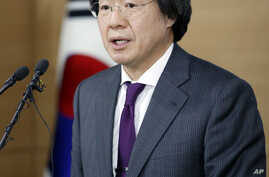 South Korean director of Centers for Disease Control & Prevention, Jung Ki-Suck speaks to the media during a press briefing at the government complex in Seoul, South Korea, Tuesday, March 22, 2016.