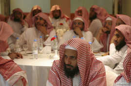 Saudi members of the Committee for the Promotion of Virtue and Prevention of Vice, or religious police, attend a training course in Riyadh September 1, 2007.  REUTERS/Ali Jarekji  (SAUDI ARABIA) - RTR1TB1G