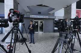 A journalist reports on the Odebrecht corruption case outside the Public Ministry in Panama City, Feb. 10, 2017. Panama's Attorney General's Office ordered a search of offices belonging to law firm Ramon Fonseca Mora, a partner at Mossack-Fonseca, ac