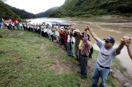 FILE - Honduras' largest tribe, the Lenca Indians, battles against a proposed hydroelectric dam, Oct. 21, 2006. Lesbia Yaneth Urquia, who fought the dam, killed by unidentified men, authorities said Thursday.
