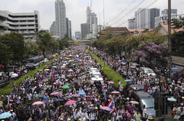 Thai anti-government protesters march on the street during a mass rally in Bangkok, Thailand, Mar. 29, 2014.