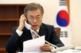 South Korean President Moon Jae-in speaks with Chinese President Xi Jinping by telephone at the Presidential Blue House in Seoul, South Korea, May 11, 2017.
