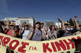 Protesters shout slogans during an anti-austerity strike in front of the parliament in Athens, Greece, November 6, 2012.