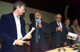FILE - Turkish writers (L-R) Orhan Pamuk, Ahmet Altan, Yasar Kemal, Zulfi Livaneli and Mehmet Uzun attend a joint news conference in Istanbul, October 11, 1999.