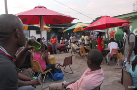 It's still bright outside when people come to the Exodus nightclub on a Saturday night. They will leave early too because the curfew closes the club at 11pm. Some nightclubs open as early as 5pm, Monrovia, Liberia, Oct. 9, 2014. (Benno Muchler/VOA)
