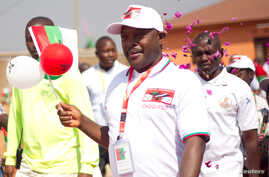 Burundi's President Pierre Nkurunziza arrives for the ruling Conseil National pour la Defense de la Democratie - Forces pour Defense de la Democratie (CNDD-FDD) party extraordinary congress in Gitega Province, Burundi, Aug. 20, 2016.