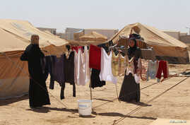 Syrian refugees hang clothes at Al Zaatri refugee camp in the Jordanian city of Mafraq, near the border with Syria, September 2, 2012. Australia's Governor-General Quentin Bryce on Sunday visited the camp and said her country donated $16.5 million in