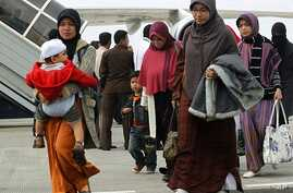 Indonesians, who were evacuated from Egypt, arrive at the Sukarno-Hatta airport in Jakarta, February 2, 2011