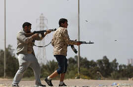 Fighters from Misrata fire weapons at Islamic State militants near Sirte March 15, 2015. Militants loyal to Islamic State, the group which has seized much of Iraq and Syria, have established a larger presence in central Libya in recent weeks. Islamic