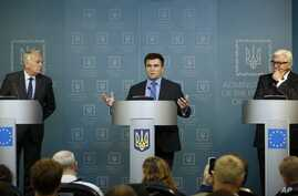 From left, French Foreign Minister Jean-Marc Ayrault, Ukrainian Foreign Minister Pavlo Klimkin and German Foreign Minister Frank-Walter Steinmeier attend a news conference after their meeting with Ukrainian President Petro Poroshenko in Kyiv, Ukraine