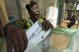 A man casts his vote at a polling unit in Dugbe neighborhood during the governorship election in Ibadan, southwest Nigeria, April 26, 2011.