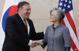 U. S. Secretary of State Mike Pompeo, left, shakes hands with South Korean Foreign Minister Kang Kyung-wha at South Korea's mission, July 20, 2018 in New York.