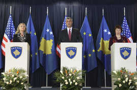 Kosovo's PM Hashim Thaci (C) U.S. Secretary of State Hillary Clinton (L) and High Representative for EU Foreign Policy Catherine Ashton (R) attend a joint news conference in Pristina, October 31, 2012.