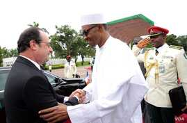 Nigerian President Muhammadu Buhari welcomes French President Francois Hollande in Abuja, site of a summit to discuss regional security and strategies to fight Boko Haram, May 14, 2016.