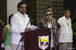 Revolutionary Armed Forces of Colombia (FARC) lead negotiator Ivan Marquez (L) reads from a document next to fellow negotiator Jesus Santrich (C) during a conference in Havana, Cuba, Aug. 22, 2014.