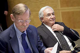 International Monetary Fund Managing Director Dominique Strauss-Kahn, right, and World Bank President Robert Zoellick prepare for a meeting of the G-24, during the annual IMF and World Bank meetings in Washington, 07 Oct 2010
