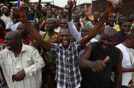 Supporters of the Accord Party celebrate after they discovered they were reportedly leading after the counting of an election ballot papers at Oyeleye ward in Ibadan, Nigeria, April 9, 2011
